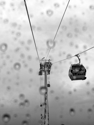 Cable car in rain, North Greenwich - click to enlarge