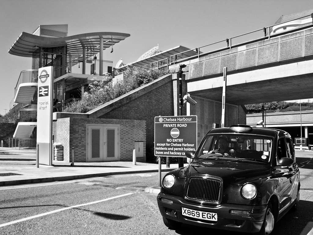 Taxi leaving Chelsea Harbour
